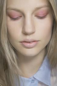 trucco-occhi-ombretto-rosa