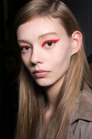 Come-Applicare-Eyeliner-colorato