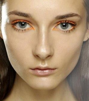 Idee-make-up-sofisticato-estate-2016-Eyeliner-colore-arancio