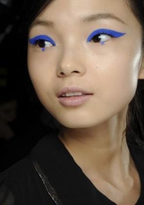 riga-di-eyeliner-colorato-per-occhi-piccoli