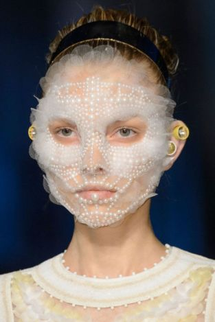 gallery-1442069051-hbz-nyfw-ss16-beauty-givenchy-02